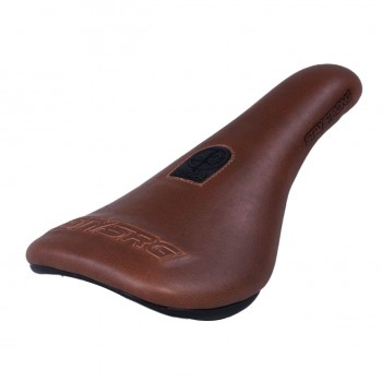 STAY STRONG BLACKOUT 2 SLIM PIVOTAL SEAT BROWN